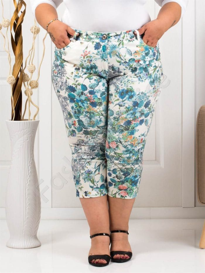 Παντελόνι κάπρι plus size λευκό με μπλε λουλούδια κωδ 988-1