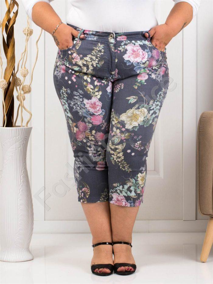 Παντελόνι κάπρι plus size γκρι με ροζ λουλούδια κωδ 988-2